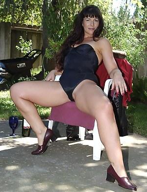 MILF Outdoor Porn Pictures