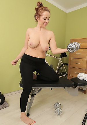 Fitness MILF Porn Pictures