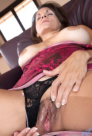 MILF Nails Porn Pictures